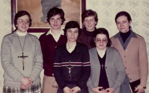 Las primeras hermanas de Lumen Dei: foto de las primeras seis hermanas misioneras, entre ellas está la hermana Josefina.