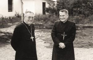 Dos buenos amigos: El padre Rodrigo Molina (fundador de Lumen Dei) acompañado por Mons. Ricardo Durand Flórez, Arzobispo del Cuzco, como miembro auspiciador de la fundación de la Unión Lumen Dei.