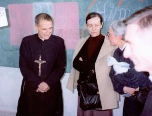 El padre Molina y la hermana Josefina: El padre Rodrigo Molina y la hermana Josefina Serrano durante una de sus giras misioneras a América.