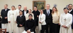 Familia Lumen Dei: miembros de la Unión Lumen Dei del sector sacerdotal y matrimonial reunidos para la ordenación diaconal de uno de los seminaristas, acompañado por sus familiares.