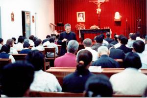 foto de unos Ejercicios Espiritusles predicados por el padre Rodrigo Molina fundador de la Unión Lumen Dei
